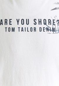 TOM TAILOR DENIM - FLOWERPRINT - T-shirt print - white - 2