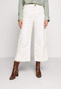GAP Petite - WIDE LEG SOLID - Pantaloni - ivory frost - 0