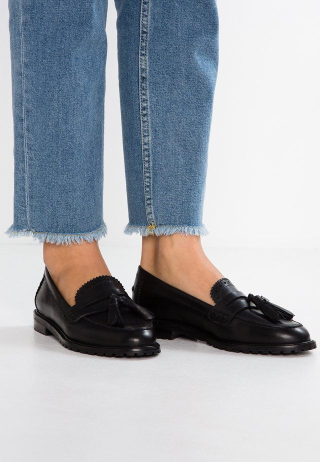 LEATHER FLAT SHOES - Loafers - black
