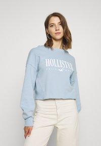 Hollister Co. - CREW SWEATSHIRT - Sweatshirt - light blue - 0