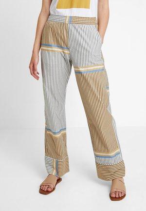NOMI TROUSERS - Spodnie materiałowe - beige