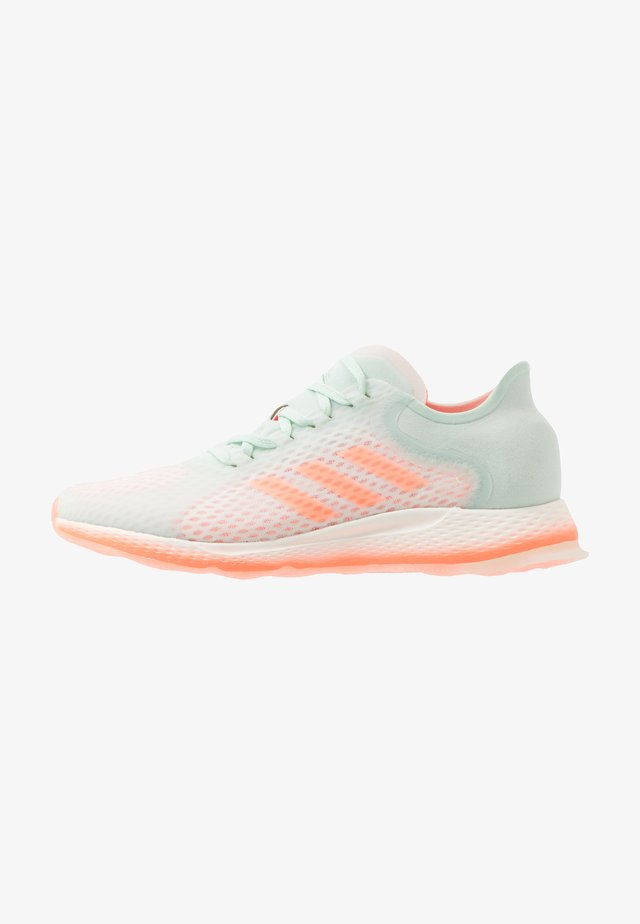 FOCUS BREATHE - Neutral running shoes - dash green/signal coral/cloud white