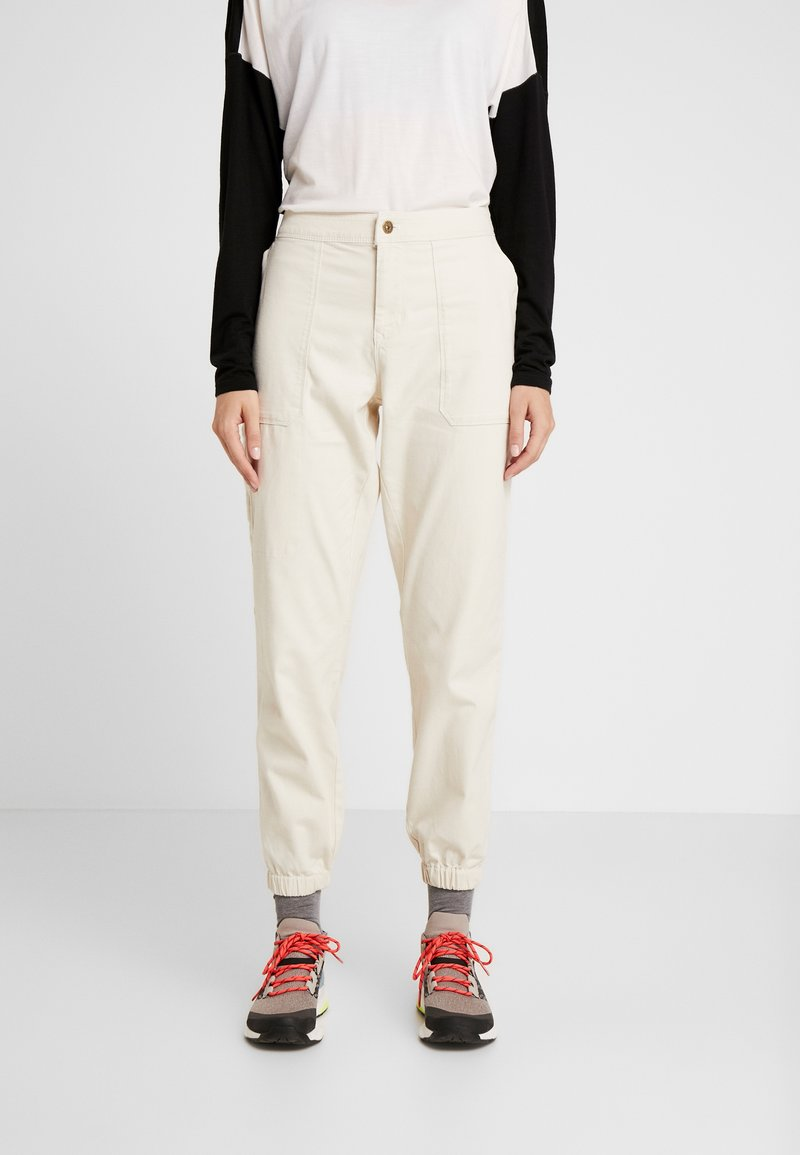 The North Face - MOESER JOGGER - Trousers - vintage white