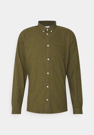 ANHOLT - Shirt - fir green