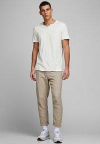 Jack & Jones - Basic T-shirt - cloud dancer - 1