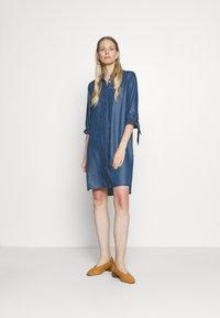 comma - Denimové šaty - dark blue - 1