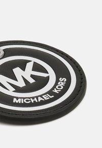 Michael Kors - MEDAL LOGO KEYFOB - Sleutelhanger - black - 2