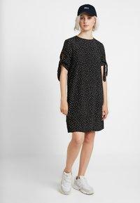 Monki - SELMA DRESS - Denní šaty - black - 2