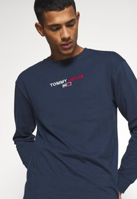 Tommy Jeans - CONTRAST LINEAR  - Maglietta a manica lunga - twilight navy - 3