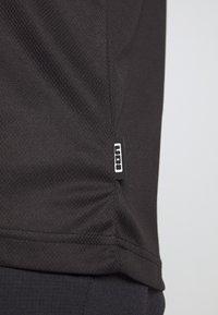 ION - TEE SCRUB - Printtipaita - black - 5