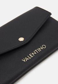 Valentino by Mario Valentino - SOFT COSMETIC CASE - Wash bag - nero - 3