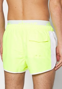 Ellesse - NASELLO - Shorts da mare - neon yellow - 1