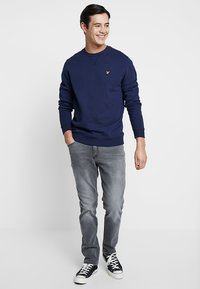 Lyle & Scott - CREW NECK - Sweatshirt - navy - 1