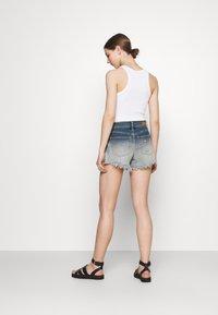 Hollister Co. - OMBRE FRAY HEM - Denim shorts - blue denim - 2