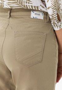 BRAX - STYLE MARY S - Slim fit jeans - khaki - 4