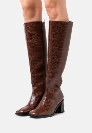 POLLY BOOT VEGAN - Botas - brown dark