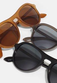 Urban Classics - SUNGLASSES KALIMANTAN UNISEX 3 PACK - Sunglasses - brown/grey/black - 5