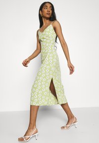 Glamorous - CARE MIDI DRESSES WITH NARROW STRAPS AND SIDE SPLIT - Day dress - green - 3