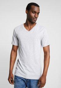 Lacoste - 3 PACK SLIM FIT TEE  - Undershirt - black/mottled grey/white - 3
