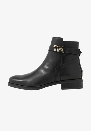 HARDWARE FLAT BOOTIE - Classic ankle boots - black