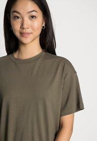 Vero Moda - VMOBENTA OVERSIZED 2-PACK - Basic T-shirt - black & kalamata - 5