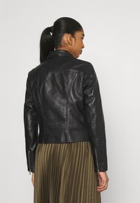 Pieces - PCSUSSE JACKET - Veste en cuir - black - 2