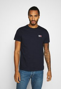 Tommy Jeans - CHEST LOGO TEE - T-shirt con stampa - twilight navy - 0