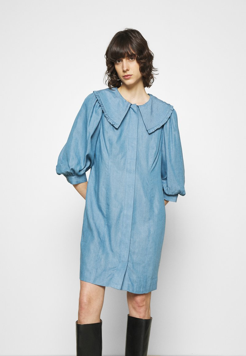 JUST FEMALE - TEXAS DRESS - Shirt dress - light blue
