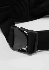 Nike Performance - LARGE BOTTLE BELT 22OZ  - Sportovní lahev - black/black/silver - 6