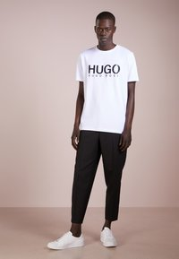 HUGO - DOLIVE - T-shirt print - open white - 1