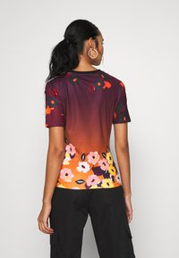 adidas Originals - GRAPHICS SLIM SHORT SLEEVE TEE - Camiseta estampada - multicolor - 2