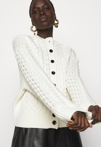 Proenza Schouler White Label - CABLE BUTTON BACK - Cardigan - ivory - 3