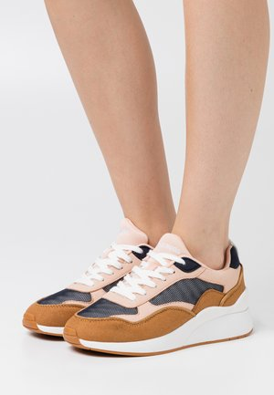 VMLINEA  - Trainers - sepia/rose