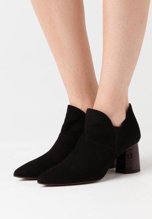 LUVAN - Kotníková obuv - black
