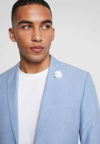 Isaac Dewhirst - WEDDING SUIT - Suit - light blue - 2