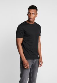 Pier One - 3 PACK - T-shirt - bas - black - 1