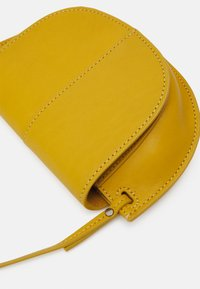 Marc O'Polo - TALVI - Across body bag - sweet corn - 3