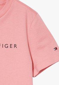 Tommy Hilfiger - ESSENTIAL LOGO UNISEX - Print T-shirt - pink - 3