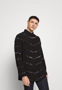 Be Edgy - BEACTON - Shirt - black batic - 0