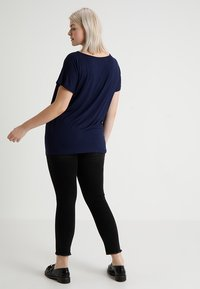 Zalando Essentials Curvy - Basic T-shirt - dark blue - 2