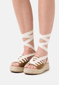 Emmshu - FORTUNE - Korkeakorkoiset sandaalit - brown - 0
