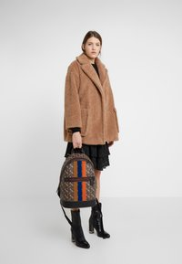 Coach - BARROW BACKPACK IN HORSE AND CARRIAGE  - Reppu - black/brown - 5