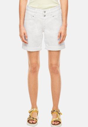 BERMUDA - Jeansshort - white