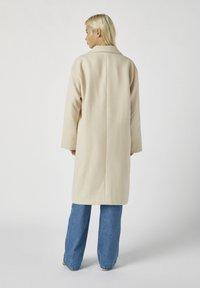 PULL&BEAR - Zimní kabát - beige - 2