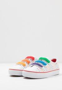 Vans - STYLE 23  - Zapatillas - rainbow/true white - 3