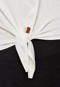 ONLY - ONLARLI  - T-shirt z nadrukiem - white - 4
