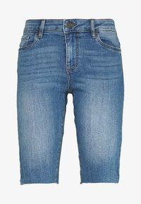 Vero Moda - VMSEVEN SLIM  - Shorts - medium blue denim - 0