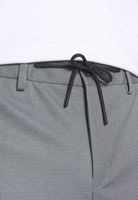 Selected Homme - SLHPETE STRING CAMP - Shorts - light grey melange - 3