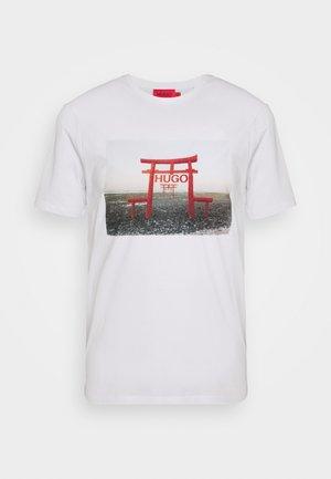 DICHIBAN  - Print T-shirt - white