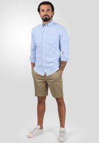Solid - RAVI - Shorts - dune - 1